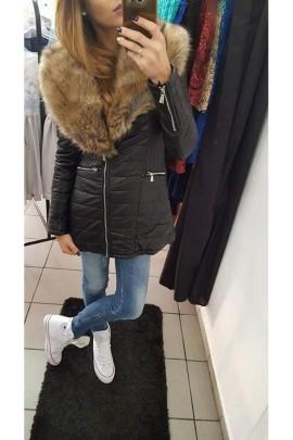 Taliowany płaszcz z futrem