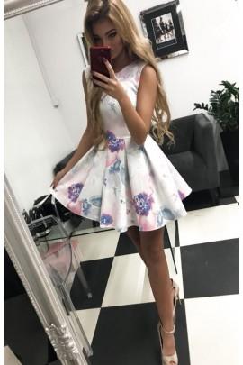 Sukienka Masza biała w fioletowe motywy kwiatowe
